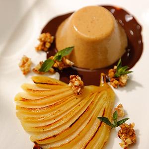 Amaretto-Pudding mit gratinierten Birnen an Schokolade