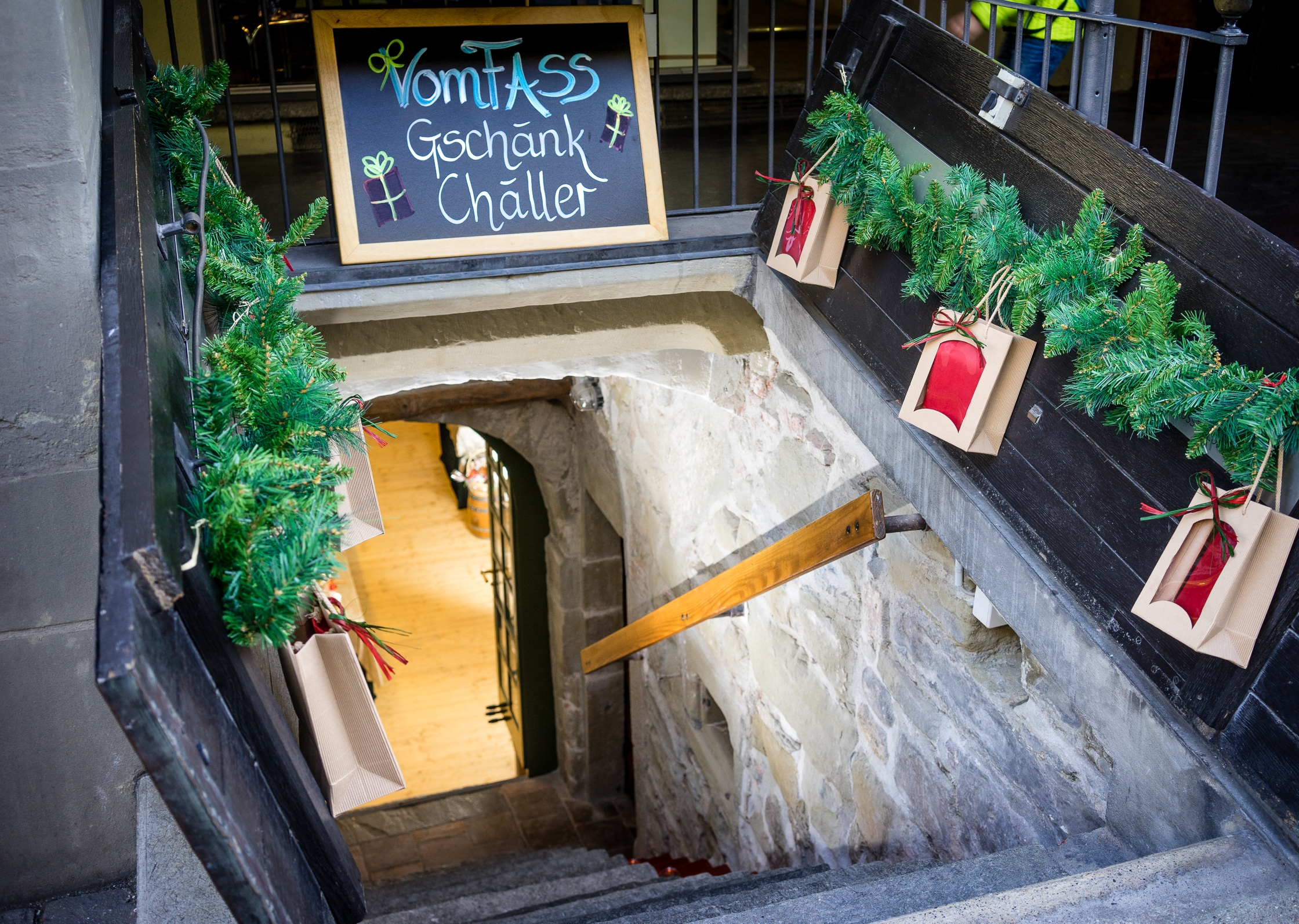 Eingang Geschenke-Keller vomFASS Bern
